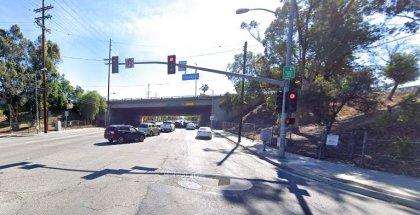 [02-06-2021] Los Ángeles, CA - Una Persona Resultó Herida Después De Un Accidente De Dos Vehículos En Van Nuys